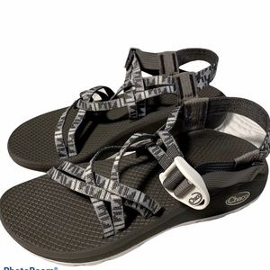 New NWOT Chaco cloud size 7 women's sandals gray